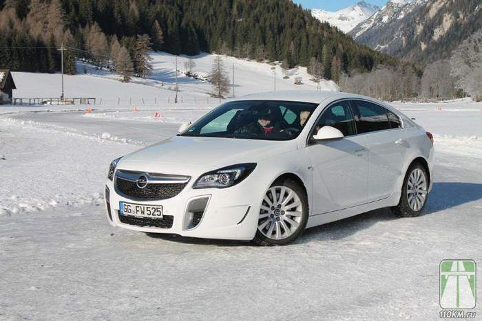 На трассе Opel Insignia OPC Sports Tourer