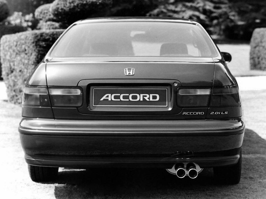 Ретро тест Honda Accord V старый музыкант