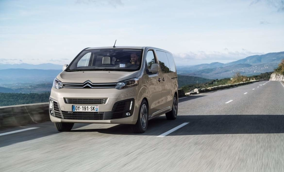 Citroen SpaceTourer vs Peugeot Traveller  плечом к плечу