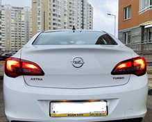 Opel Astra: 2015 1.4 AT седан Москва 1.4л 700000 Р